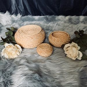 Round woven wicker bins with lids - set of 3